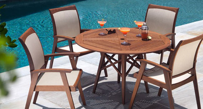 Casual outdoor furniture - patio table and chairs